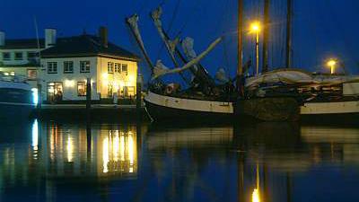 Haven van Oudeschild in de avond